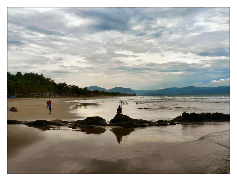 Wisata Pelabuhan Ratu: Mencari Ombak demi Kepuasan Diri