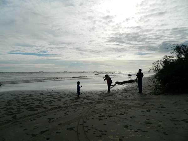 Menyusuri 5 Pantai Cantik di Bengkulu